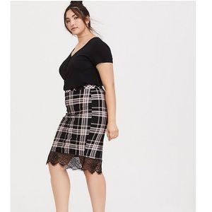 🆕 Torrid black plaid & lace ponte pencil skirt 2